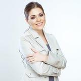 Toothy glimlachende bedrijfsdievrouw op whteachtergrond wordt geïsoleerd Royalty-vrije Stock Foto's