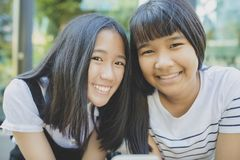 Toothy het glimlachen gezicht van de Aziatische emotie van het tienergeluk royalty-vrije stock afbeelding