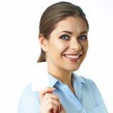 Toothy lächelndes lokalisiertes Porträt der Geschäftsfrau abstraktes blaues Foto Lizenzfreies Stockbild