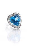 Topázio azul cercado com anel de diamante Imagens de Stock