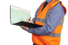 Topógrafo da construção na escrita alaranjada da veste da visibilidade no dobrador do local Fotos de Stock Royalty Free