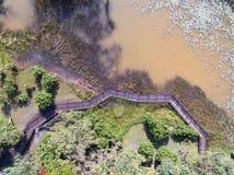 Top abajo de la vista aérea de un lago hermoso imagen de archivo libre de regalías