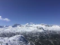Top de Dachstein con el cielo azul claro Imagen de archivo