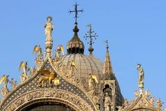 Top de la basílica del ` s de St Mark en Venecia imagen de archivo libre de regalías