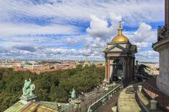 Top de la catedral de Isaac del santo, St Petersburg Imagen de archivo