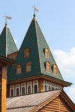 Top de la torre del palacio real ruso viejo Fotografía de archivo libre de regalías