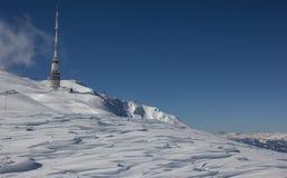 Top de la torre del transmisor de Dobratsch en invierno Fotografía de archivo libre de regalías