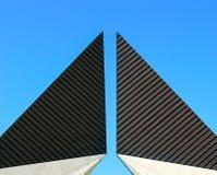 Top de un monumento con formas geométricas fotografía de archivo