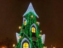 Top del árbol de navidad en el cuadrado de la catedral en Vilna Foto de archivo libre de regalías