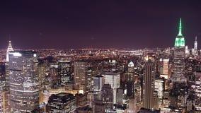 Top del lapso de tiempo del panorama 4k de la noche de la roca de New York City almacen de video
