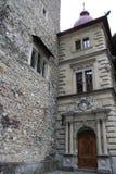 Top del pasillo de Rathaus en Alfalfa, Suiza con el reloj más viejo de la ciudad construido por Hans Luter en 1535 fotos de archivo