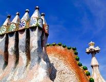 Top del tejado de Battlo de la casa en Barcelona Imagenes de archivo