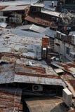 Top del tejado del metal de casas viejas Imagenes de archivo