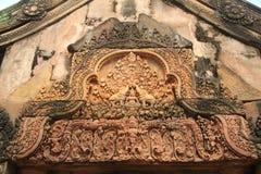Top 3 del tejado del templo de Banteay Srei Imagenes de archivo