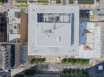 Top down Hommel nog van daken in de Stad van Raleigh, NC Stock Afbeelding
