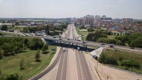 Top down luchtmening van het viaduct ringway van de vervoersweg, rotonde stock fotografie
