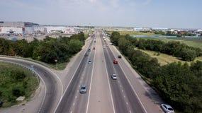 Top down luchtmening van het viaduct ringway van de vervoersweg, rotonde stock foto's