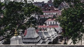 Top down mening van oude steen heilige gebouwen Pashupatinath Templ royalty-vrije stock afbeelding