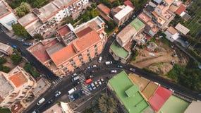 Top down Satellietbeeld van de stad van Sorrento, Meta, Pianokust, Itali?, straat van bergen oude stad, toerismeconcept stock fotografie