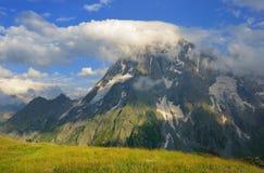 Top en wolk Stock Afbeeldingen