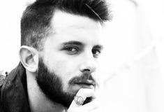 Top model italiana con lo sguardo misterioso immagine stock