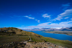 Top of mountain overlooking lake Royalty Free Stock Photos