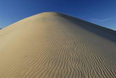 Top van een groot zandduin Royalty-vrije Stock Foto
