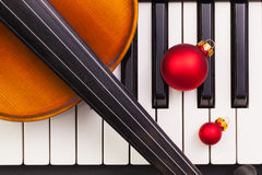 Top view close up shot of piano keyboard,old violin and Christma Royalty Free Stock Photos