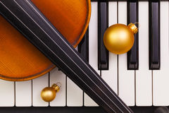 Top view close up shot of piano keyboard,old violin and Christma Stock Photography