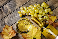 Top view of a glass of wine and fresh bunch of white grapes on a Stock Photography