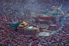 Top view monastery at Larung gar Buddhist Academy in a warm and foggy morning time. Sichuan, China Stock Photo