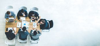 Free Top View On A Group Of Businessman And Businesswoman Having A Meeting And Making A Business Commitment Royalty Free Stock Photos - 159444238