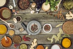 Pestle and mortar with pepper Royalty Free Stock Photos