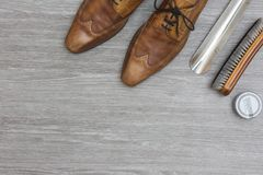 Top view shoe polish attributes. Attributes to polisch your shoes, on a wooden floor, top view, copy space Royalty Free Stock Photos