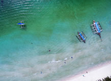 Top view small beach with vacationing people, banca boats and pa Royalty Free Stock Photos