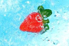 Top view of a water splash on a strawberry Royalty Free Stock Photos