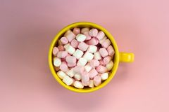 Top view yellow cup with marshmallows Stock Photography
