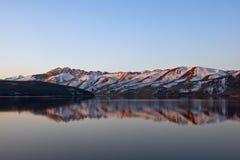 topaz отражения озера Стоковая Фотография RF