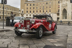 Topdown kruisertd open tweepersoonsauto 1952 Mg lecce Royalty-vrije Stock Foto's