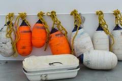 Topes anaranjados y blancos del barco Imagen de archivo