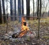 Topf über dem Feuer Lizenzfreie Stockbilder