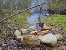 Topf über dem Feuer Lizenzfreie Stockfotografie