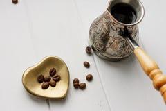 Topf des türkischen Kaffees mit Espresso Lizenzfreies Stockbild