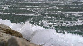 Topić lód na jeziorze zdjęcie wideo