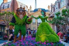 Topiaries de beaut? et de b?te dans le pavillon de la France chez Epcot en Walt Disney World images libres de droits