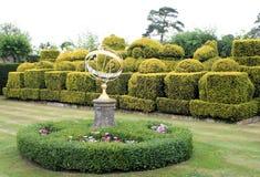 Topiary e sundial di scacchi Fotografie Stock Libere da Diritti