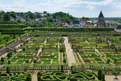 Topiary- och kökträdgård i den Villandry slotten Arkivbilder