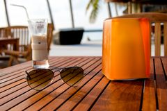 Topical. Beach scene. Cocktail and sunglasses in a tropical island Royalty Free Stock Photos