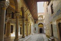Topkapi slott Istanbul (den Heram ingången) arkivbilder