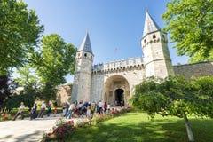 Topkapi slottingång, Istanbul, Turkiet Royaltyfria Bilder